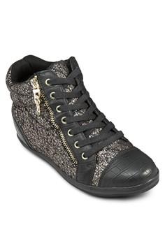 Celidia Sneaker
