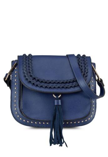 zalora taiwan 時尚購物網鞋子流蘇編織翻蓋斜背包, 包, 飾品配件