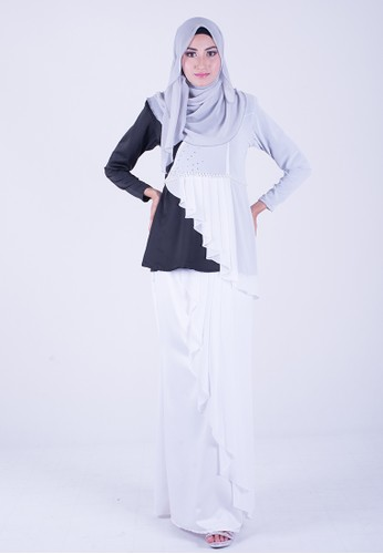 Exclusive Chantalily mini kurung from wandaraffa in White
