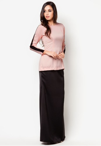 Baby Peach Mini Kurung from Zihan by Shims Mandagie in Black and Orange