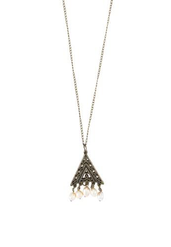 Liontin zalora退貨雕花牌飾珍珠項鍊, 飾品配件, 項鍊