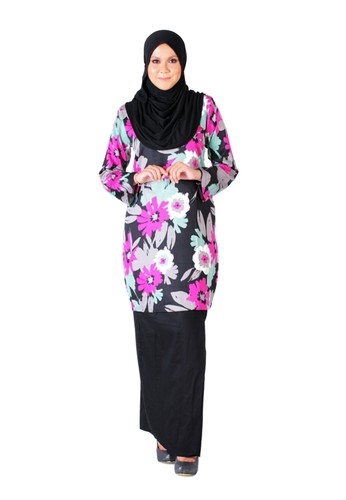 Tihani Classic Kurung In Flowery Pink & Black from Syus Couture in Black and Pink